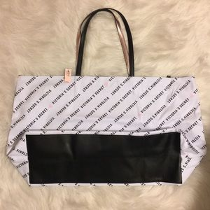 NWT VS Extra large shopper tote/ overnight bag ❤️